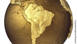 Image: golden globe showing South America; Copyright: panthermedia.net/threeart