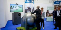 Image: Visitors try out a health game; © Messe Düsseldorf