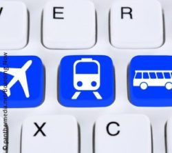 Photo: Keyboard with symbols of bus, train and airplane; copyright: panthermedia.net/Boarding_Now