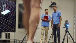 Image: In the movement laboratory the gait is being recorded with a 3D camera; Copyright: DAS BILD für ZHAW Gesundheit