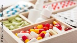 Image: a box with different pills; Copyright: panthermedia.net/duskbabe