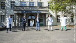 Image: Five men standing in front of a building; Copyright: Thomas Boehm (University Medical Center Mainz)
