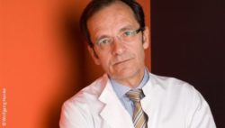 Photo: Physician in white coat, with glasses and short brown hair - Prof. Frank Brunkhorst; Copyright: Wolfgang Hanke