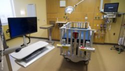 Image: Hospital room with monitors and medical equipment; Copyright: panthermedia.net/Christopher Boswell