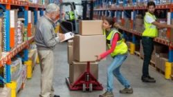 Image: A female worker in a storage is lifting boxes; Copyright: panthermedia.net/Wavebreakmedia ltd