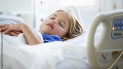 Image: Unconcious girl in a hospital bed; Copyright: panthermedia.net/Monkeybusiness Images