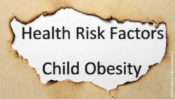 Image: sign warning of child obesity, surrounded by the burned edges of a sheet of paper; Copyright: panthermedia.net/alexskopje