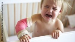 Photo: child with broken arm