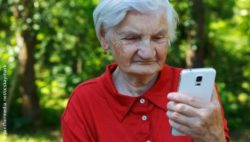 Photo: Old woman with smartphone; Copyright: panthermedia.net/ocskaymark