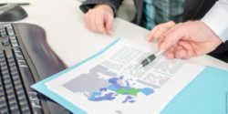 Image: Two people are looking at a coloured map of Europe in a folder; Copyright: panthermedia.net/thodonal