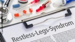 Image: Clipboard with restless-legs-syndrome written over it; Copyright: panthermedia.net/Boris Zerwann