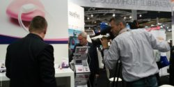 Foto: Video shooting at a booth at MEDICA; Copyright: beta-web/Günther