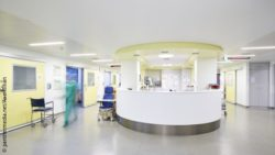 Image: hospital corridor; Copyright: panthermedia.net/AxelKillian