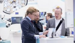 Photo: Exhibitor of MEDICA is talking to a visitor