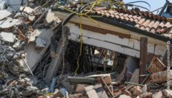 Image: A collapsed house; Copyright: panthermedia.net/paolo74s