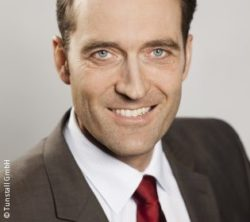 Photo: Smiling man with suit and brown hair - Florian Lupfer-Kusenberg; Copyright: Tunstall GmbH