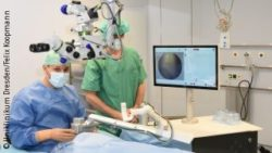 Image: An eye surgeon and an assistant are treating a patient with a surgical laser; Copyright: University Hospital Dresden/Felix Koopmann