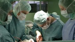Image: Surgeons during surgery; Copyright: UKR