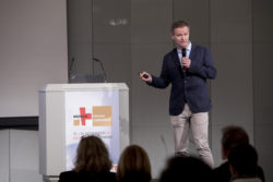 Photo: Speaker at the MEDICA PHYSIO CONFERENCE