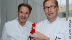 Photo: Ensminger and Gummert holding a 3D heart replica
