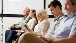 Photo: People in the waiting room of a doctor's office