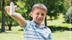 Image: boy holding up a asthma inhaler; Copyright: panthermedia.net/wavebreakmedia