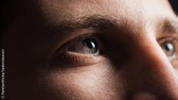 Image: Close-up of the eyes of a young man; Copyright: PantherMedia/VadimVasenin