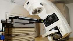 Image: A radiation treatment room with a linear accelerator; Copyright: panthermedia.net/amoklv