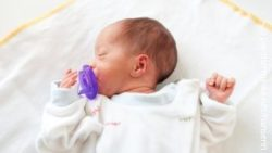 Image: new born baby with pacifier on a pillow; Copyright: panthermredia.net/hansenn